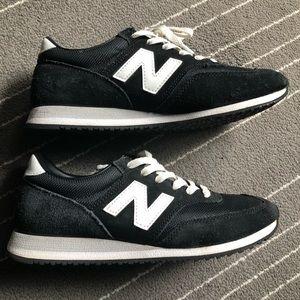 New Balance Black&White Sneaker